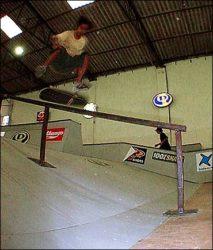 Rafael Gomes é um dos skatistas que tentou manobras muito difíceis. Fs 180 flip to fakie nosegrind