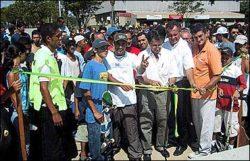 Geléia, Turco Loco e Vitão cortando a fita para a inauguração oficial.