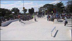 Galera invade a pista logo após a liberação do prefeito