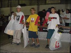 Pódium dos mirins: Ricardo (segundo), Carlos Piriquito (terceiro) e Luan (primeiro).