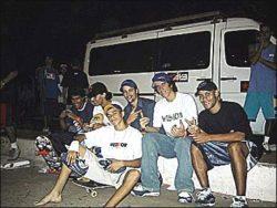 Douglas (am) e seu amigo, Danilel Arnoni, Lokinho, Careca (am) e Valmar (ini) na frente, e de fundo