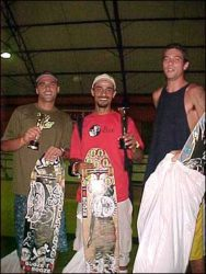Pódio do longboard no street, Douglas (terceiro colocado), Mário (segundo colocado) e Fábio Gomide (