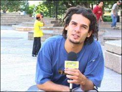 Carlinhos Zodi, apresentador do programa Na Base