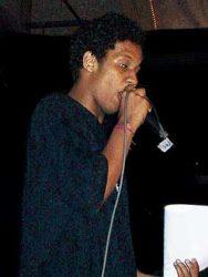 Kamau, o apresentador da festa
