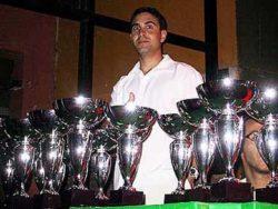 Dr. Luís recebeu 1 (um) troféu pelos serviços prestados como fisioterapeuta durante as etapas
