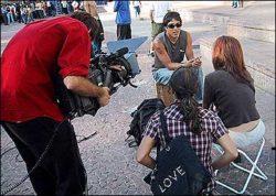O americano Sergie Ventura sendo entrevistado.