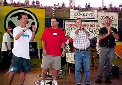 Beto e Span junto o prefeito Sanzovo anunciando a construção da primeira pista de skate em Jaú.