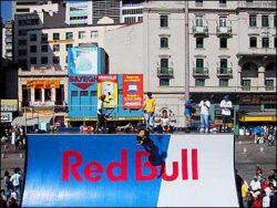 Red Bull no Anhangabaú - A arquitetura antiga do centro da cidade ganhou cores