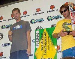 Pódio de vertical com Bob em segundo, Kosake em terceiro e o cheque do campeão Sandro Dias