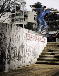 I Desafio de Rua (borda): Fabio Cristiano quase levou com este nosegrind equlibrado saindo de nollie