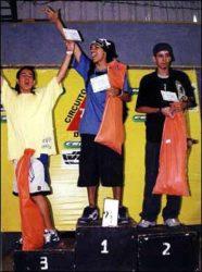 Pódio do amador 2: Frank (segundo), Jarbas (primeiro) e Japonês (terceiro)