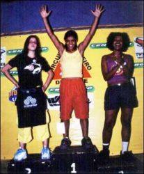 Pódio feminino: Laurinha (terceira), Gabriela (primeira) e Janaina (terceira),