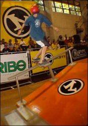 Klaus Bohms, segundo colocado nesta última etapa na categoria iniciante, bs boardslide