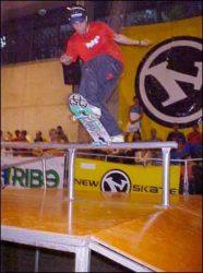 Carlos Yellow foi o grande campeão do circuto amador New Skate, fs bluntslide