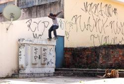 Giovanni Fs tailslide. Foto: Luiz Felipe Ferreira