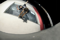 Switch noseslide (foto Leandro Moska)