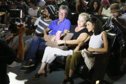 Pai, mãe e namorada do diretor Guilhermo Guillis na primeira fila - Foto- Allan Carvalho
