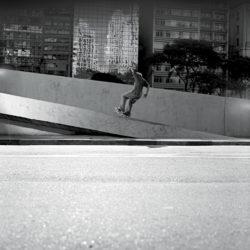 Leo Mendes, fs grind (foto- A. Chopa)