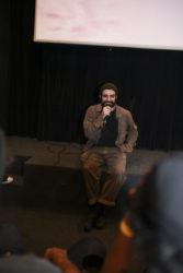 Eric Veloso, o editor e mente pensante explicando suas referências no filme- Foto: Allan Carvalho