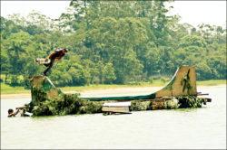 Vanderlei Arame: Bs Boneless no meio da represa do Riacho Grande - Foto: Allan Carvalho