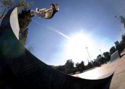 Jose Antonio Zumaeta - flip fakie en Santiago de Chile