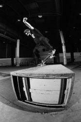 Carlos Iqui: switch backside nosebluntslide / Foto: Allan Carvalho